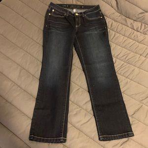 NWOT Jennifer Lopez capri jeans - stretchy